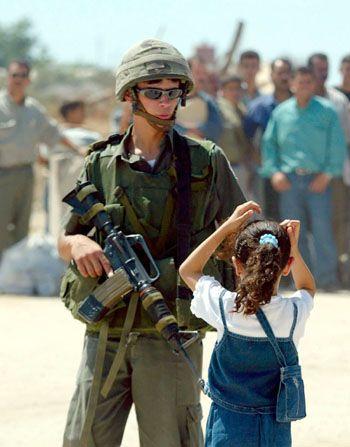 [تصویر:  israeli_soldiers_vs_palgirl-38.jpg]