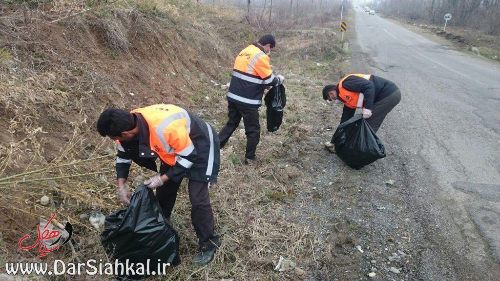 جمع آوری زباله راهداری سیاهکل (۲)